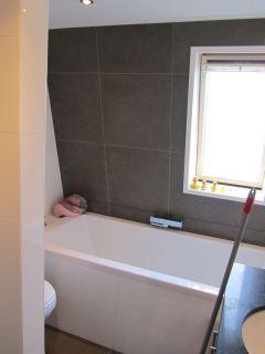 - Betegelen van natuurstenen badkamer ...